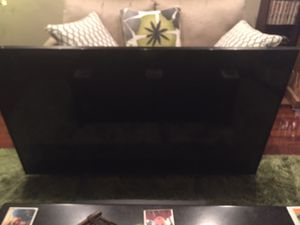 60 inch smart TV Toshiba for Sale in St. Louis, MO