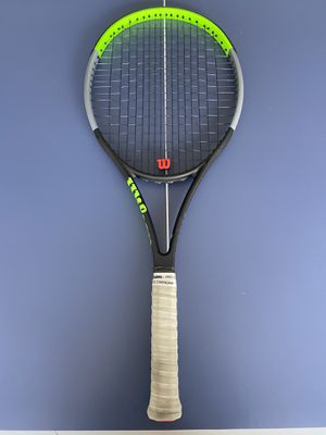 Wilson blade 104 v7   latest version   Serena Williams racket of choice   4 3/8 grip   tennis racket for Sale in Downey, CA