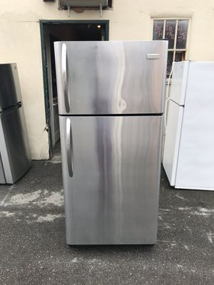 Used,18 cu,ft, Frigidaire , STAINLESS refrigerator , top freezer, great condition for Sale in San Jose, CA