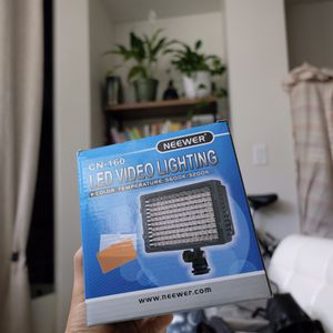 Newwer CN-160 LED light for Sale in San Francisco, CA