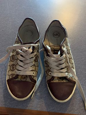Michael kors size 8 shoes for Sale in Willow Springs, IL