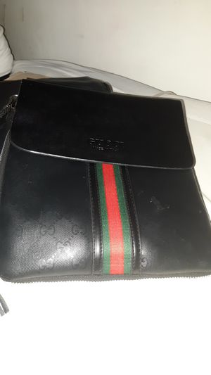 Gucci cross over bag for Sale in Las Vegas, NV