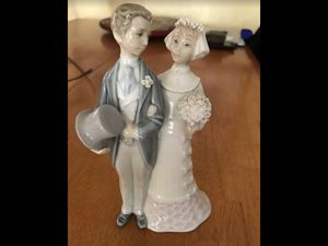 Authentic Lladro bride and groom collectible figurine for Sale in Phoenix, AZ