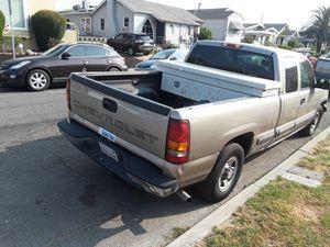 Chevy Silverado 2001 con 230000 millas for Sale in Alameda, CA