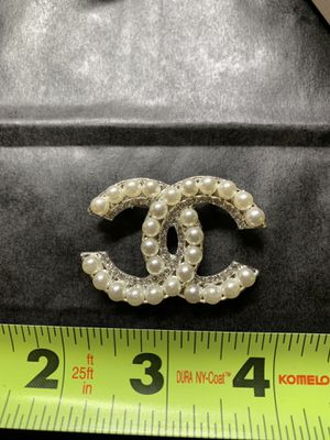 Gorgeous pearl and crystal Chanel brooch for Sale in Houston, TX