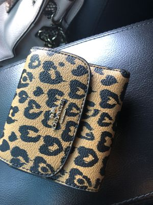 Authentic Coach leopard wallet only $20 pickup only/ serious buyers for Sale in Fresno, CA