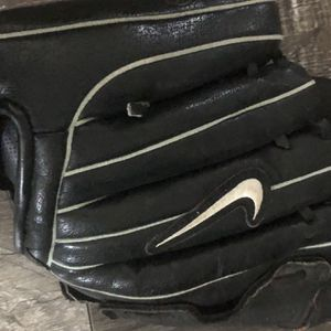 Nike Youth Baseball Glove 11 Inches for Sale in Rancho Cordova, CA