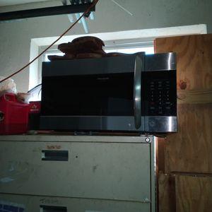 Frigidaire Gallery Microwave for Sale in Deerfield Beach, FL