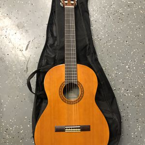 Guitar With Case In Excellent Condition for Sale in Oxnard, CA