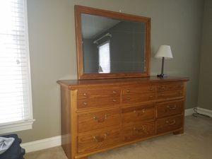 Thomasville 9 drawer dresser with mirror. for Sale in Charlottesville, VA