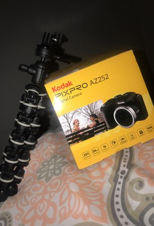 Kodak Pixpro AZ252 Digital camera and stand for Sale in Round Rock, TX