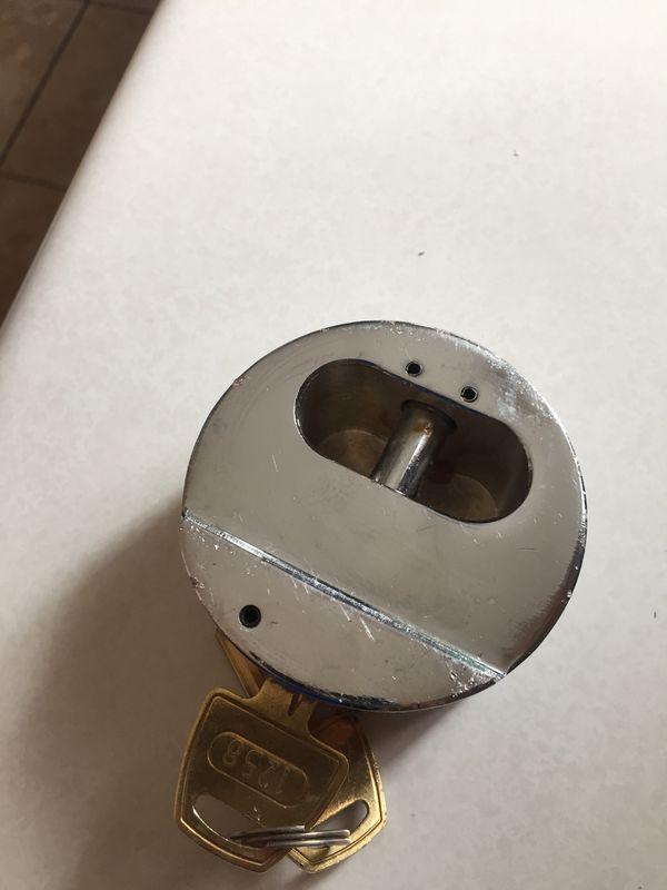 THPXL Hockey Puck Internal Shackle Trailer Door Lock - Rekeyable, Universal fit with enlarged lock opening By Trimax