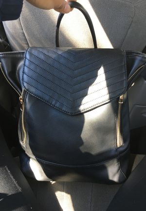 Black backpack for Sale in Mayfield Heights, OH