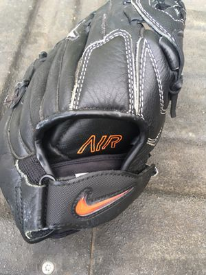 "Nike Air 13"" glove for Sale in Columbus, OH"
