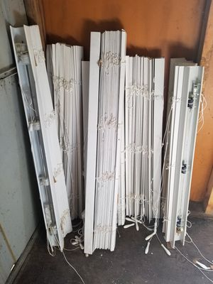 window blinds set of of 4 + longer 2 for Sale in Cheyenne, WY