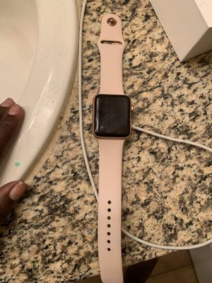 Apple Watch Series 3 (42G) Rose Gold for Sale in Houston, TX