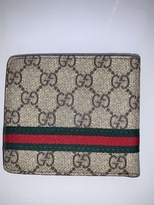 Gucci wallet for Sale in Wellesley, MA