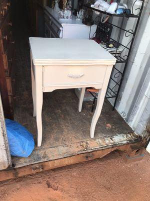 Beautiful side table for Sale in Fairburn, GA