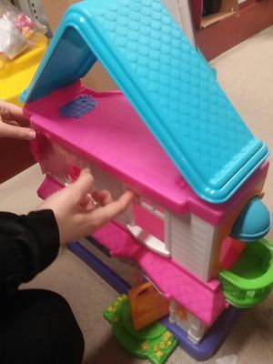 Fisher Price Doll House Almost New Condition for Sale in Sunbury, OH