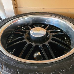 "Wheels And Tires 305/45r22"" 8 Lug Chevy Gmc Older Ford Utility Truck Dodge Ram Van 8x6,5 for Sale in Riverside, CA"