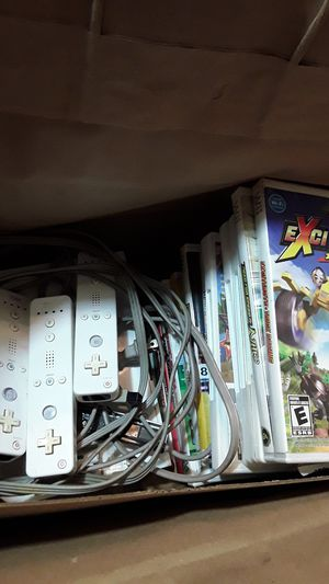 Wii console,3 controllers, 1joy stick an 16 games for Sale in Orlando, FL