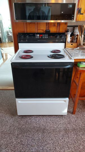 Magic Chef electric stove for Sale in Pawtucket, RI