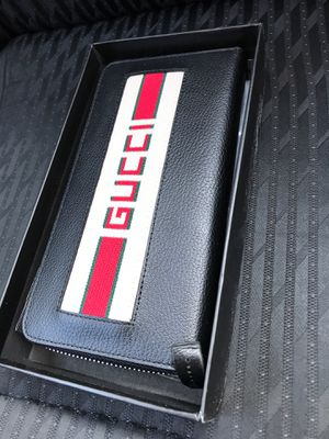Gucci wallet for Sale in College Park, GA