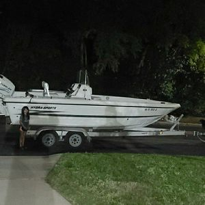 22f Hydra Sport boat 200hp engine for Sale in San Antonio, TX