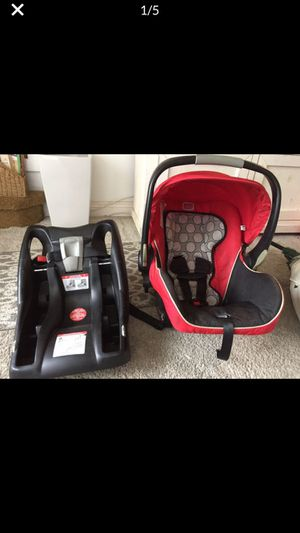 Britax Infant Car seat B Safe 35 and BASE for Sale in Buena Park, CA