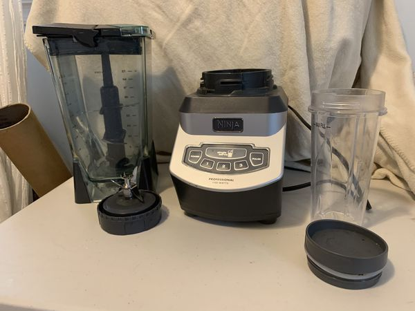 Ninja blender with two smoothie cups
