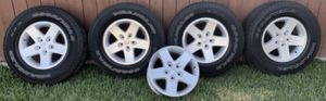 """Jeep wheels 17"""" for Sale in Chino, CA"""