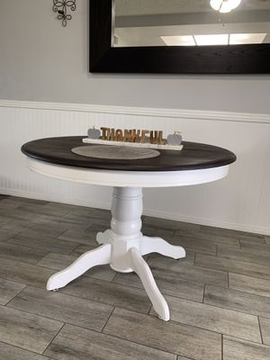 Farmhouse dining table for Sale in Montclair, CA