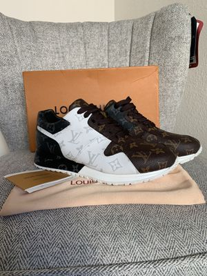 Louis Vuitton- Men's Size 10US for Sale in Miami, FL