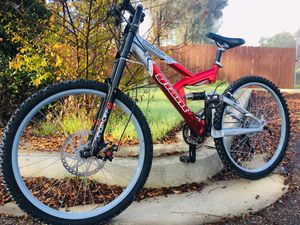 Giant full suspension downhill mountain bike for Sale in San Diego, CA