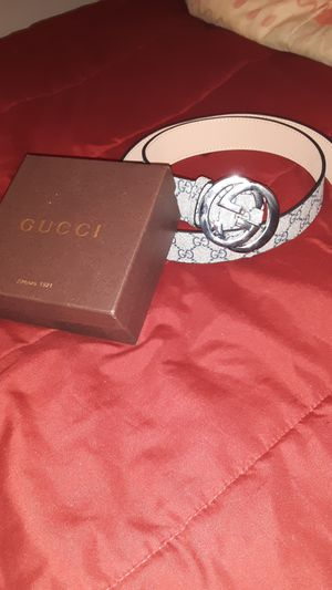 Gucci Belt w/ belt buckle for Sale in Austin, TX