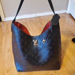 Black brand new Louis vuitton bag!! Gorgeous for Sale in Portland, OR
