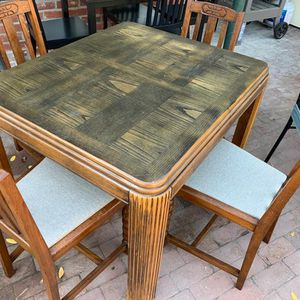 SMALL DINING TABLE WITH CHAIRS for Sale in Fresno, CA
