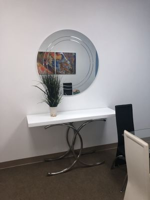 white console table for Sale in Hialeah, FL