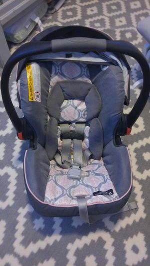 Graco click connect sung ride car seat & base for Sale in Denver, CO