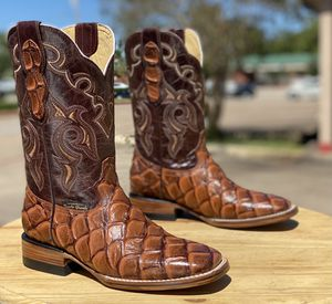 Mens boots / Bota para hombre for Sale in Azusa, CA