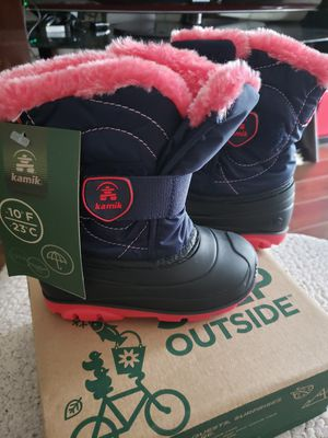 Kamik New SIZE 8 toddler girl's snow boots for Sale in Des Plaines, IL