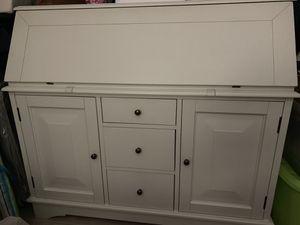 Beautiful white wood desk for Sale in Miami, FL