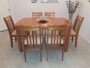 Dining room table & 6 chairs for Sale in Margate, FL