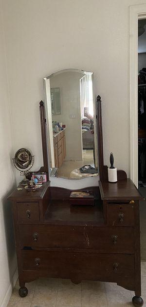 Antique dresser for Sale in Brentwood, CA