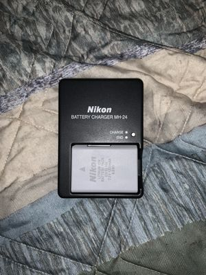 Nikon D3300 W 18-55MM VR with case for Sale in Bremerton, WA