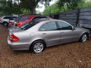 Mercedes E320 para partes for Sale in Houston, TX