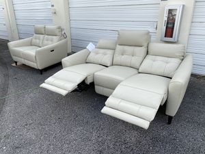 45% OFF // OPEN BOX LIKE NEW // COSTCO Timmons Leather Power Reclining Sofa and Loveseat for Sale in Pompano Beach, FL