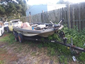 15 foot bass boat for Sale in Lakeland, FL