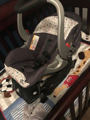 Car seat stroller combo for Sale in Chattanooga, TN