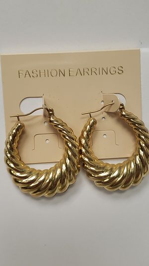 NEW 10 Karat Gold Women's Swirl Hoop Earrings for Sale in St. Louis, MO